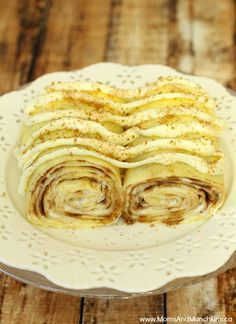 There are so many tasty options when making dessert crepes. Today I came up with a delicious Cinnamon Bun Dessert Crepe that left us drooling! Köstliche Desserts, Delicious Desserts, Dessert Recipes, Yummy Food, Dessert Food, Crepe Recipes, Brunch Recipes, Pancake Recipes, Waffle Recipes
