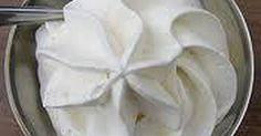 Fabulosa receta para Cómo hacer Crema Chantilly. La crema chantilly es la crema de leche batida con azúcar impalpable con unas gotas de esencia de vainilla. Se usa para decorar o rellenos. Vídeo: Hacer crema chantilly paso a paso