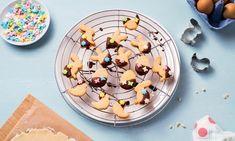 Gefüllte Osterkekse Rezept: Knusprige Osterhasenkekse mit einem Herz aus Erdnussbutter und Karamell - Eins von 7.000 leckeren, gelingsicheren Rezepten von Dr. Oetker!