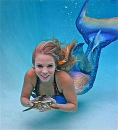 <3 Mermaid Trina Mason <3 Sometimes stops by for an appereance at Strega's Pirate Shop in St. Augustine , Fl https://www.facebook.com/StregasPirateShop