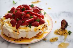 The most delicious pavlova recipe! Click through for details.