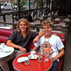 Remember Dylan and Cole Sprouse? This is just weird...