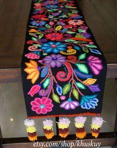 Table Bed runner embroidered Peru Black Alpaca wool by khuskuy - Mach Es Selbst DIY Embroidery Stitches, Embroidery Patterns, Hand Embroidery, Machine Embroidery, Flower Embroidery, Bed Runner, Mexican Embroidery, Wool Runners, Ideias Diy