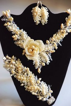 Natalia Pechenkina, Russia - Beaded necklace and bracelet with flowers