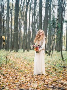 Boho Wedding Inspiration: http://bellesandbubbles.com/autumn-woods-boho-wedding-inspiration | Photography: www.warmphoto.com