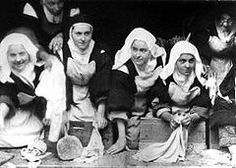 St Thérèse working with other Carmelite nuns, from left to right, Sr. Marie of the Trinity, Sr. Thérèse, Sr. Geneviève (Céline), and Sr. Martha of Jesus. 1895, sometime before the end of July.[67]
