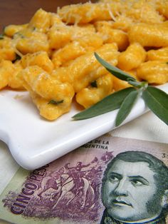 Butternut Squash Gnocchi just in time for the 29th, the traditional day to eat gnocchi (ñoquis) in Argentina
