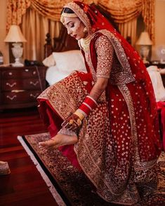 61 Fabulous Bridal Poses For The Stunning Bride-to-be Indian Bridal Outfits, Indian Bridal Lehenga, Indian Bridal Wear, Indian Dresses, Bridal Dresses, Asian Bridal, Bridal Poses, Bridal Photoshoot, Wedding Poses