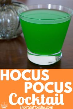Hocus Pocus Cocktail Looking for easy, alcoholic, green Halloween cocktail recipes? Try this simple Hocus Pocus cocktail made with blue curaçao, melon liqeour, and juice. Find out how to make it with the full recipe. Fall Drinks, Party Drinks, Cocktail Drinks, Cocktail Recipes, Mixed Drinks, Green Cocktails, Halloween Desserts, Halloween Drinks, Halloween Party