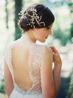 Amazing wedding dress trends for 2014 featuring dramatic backs, sleeves, intricate beading and show stopping Gatsby Glamour! Summer Wedding Gowns, Top Wedding Dresses, Wedding Dress Trends, Wedding Attire, Delicate Wedding Dress, Amazing Wedding Dress, Amazing Dresses, Beautiful Dresses, Headpiece Wedding