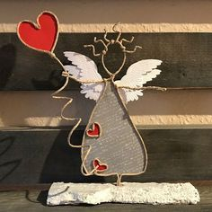 Discover recipes, home ideas, style inspiration and other ideas to try. Wire Crafts, Diy And Crafts, Crafts For Kids, Christmas Crafts, Christmas Decorations, Holiday Decor, Angel Crafts, Wire Weaving, Stained Glass Patterns