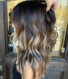 Peach hair The hottest hair color in spring . Peach hair The hottest hair color in spring and summer Ombre Hair Color, Hair Color Balayage, Hair Colors, Bronde Balayage, Peach Hair, Beach Wave Hair, Hair Styles Beach Waves, Long Beach Waves, Summer Waves