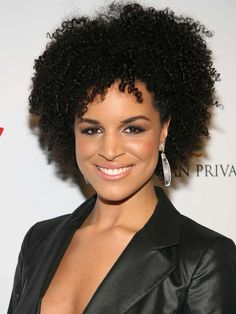 Laura Izibor and her natural hair.  I think that may be my hair in a couple of years :o)  Let's hope so