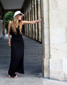 #Vestido negro playero con #sombrero. Rebel Attitude