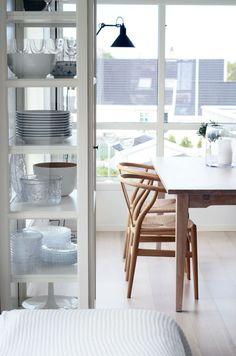 Lindebjerg Design Vitrinen aus Glas und Holz passen in jedes Wohn- und Esszimmer