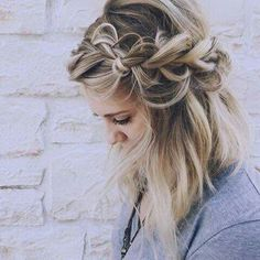 11 Best Braiding Video Tutorials This schoolgirl favorite is all grown up. See the 12 new braided hairstyles we can't get enough of and learn exactly how to do them New Braided Hairstyles, Pretty Hairstyles, Wedding Hairstyles, Hairstyle Ideas, Toddler Hairstyles, Braided Hairstyles Tutorials, Headband Hairstyles, Hairstyles Haircuts, Peinados Pin Up
