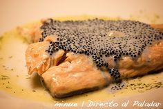 Lomos de salmón al vino blanco con salsa de caviar
