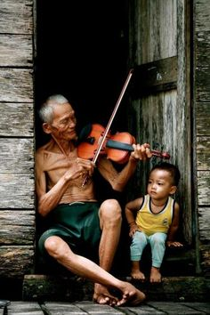 ★ Music Grandpa played the violin and the grandson enjoys