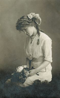 VINTAGE PHOTOGRAPHY: Lovely teenager