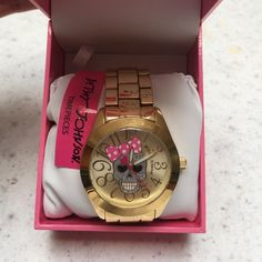 ❤️Betsey Johnson Skull Watch❤️ New with tags! Comes with box. Removable links, works, with batteries. Betsey Johnson Accessories Watches