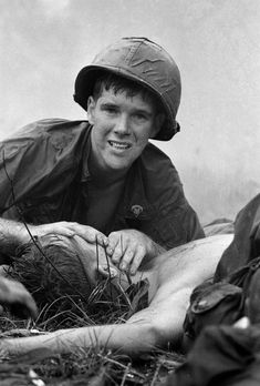 Medic James E. Callahan of Pittsfield, Mass., looks up while applying mouth-to-mouth resuscitation to a seriously wounded buddy north of Saigon, June 17, 1967. Communist guerrillas had raked a U.S. battalion with machine gun fire in a jungle clearing. This photo is one of the most famous photos taken during the #VietnamWar #history