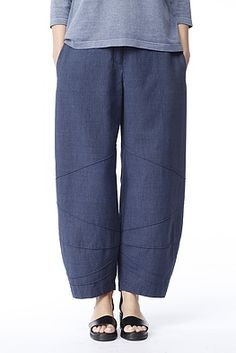Lots of seam lines (I think) on these pants. 581INFINITY oska ss15