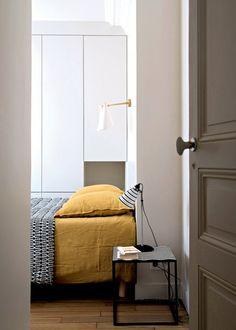 Un dressing blanc dans la chambre / Dressing bedroom / Déco chambre: 17 chambres parentales avec dressing - Marie Claire Maison