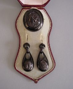 Victorian Whitby jet hand carved cameo brooch & earrings boxed  c. 1880