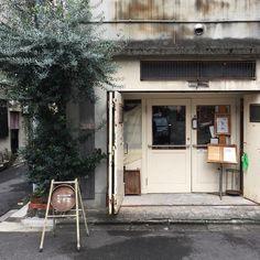모루[もる]는 '그릇에 많이 담다.' 라는 뜻 입니다. 모루[貌楼]는 '다락 모양' 이라는 뜻 입니다. Japanese Restaurant Interior, Cafe Interior, Interior And Exterior, Window Design, Door Design, Cafe Restaurant, Restaurant Design, Cafe Japan, Coffee Stands