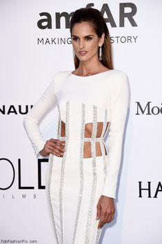 Elegant Izabel Goulart wearing Zuhair Murad Couture gown and De Grisogono jewelry at the amfAR's 23rd Cinema Against Aids Gala during the 69th Cannes Film Festival. #cannes #festivaldecannes #izabelgoulart