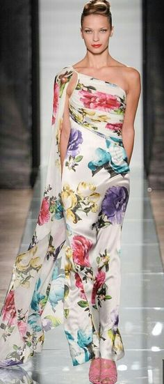 Roccobarocco Ready-To-Wear Spring-Summer 2014 Floral Fashion, Look Fashion, Classy Fashion, Fashion Dresses, Beautiful Gowns, Beautiful Outfits, Couture Fashion, Runway Fashion, Traje Black Tie