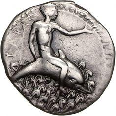 Didracma (doppia dracma) - argento - Tarento (Taranto), Italia (450-440- a.C.) - Taras cavalca un delfino fra le onde - Münzkabinett Berlin