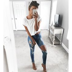 Basics white tee and ripped jeans @kelsrfloyd wears our deluxe bronzing mousse in ultra dark