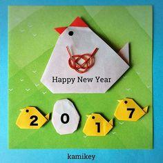 """たくさんの方が「にわとり」やお正月リースなどの画像を載せて下さっていて、嬉しいかぎりです^ ^今年もみなさんの折り紙作りのヒントになるような動画や画像作りをがんばりますー! 「にわとり」の折り方はプロフィールにリンクがあるYouTube""""のkamikey origami """"チャンネルでご覧ください(ひよこの折り方も同じです) Rooster  Designed by me  tutorial on YouTube"""" kamikey origami"""" #折り紙#origami #ハンドメイド#kamikey"""