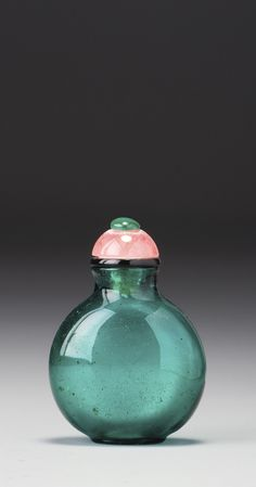 A BLUISH EMERALD-GREEN GLASS SNUFF BOTTLE<br>QING DYNASTY, 18TH / 19TH CENTURY | lot | Sotheby's