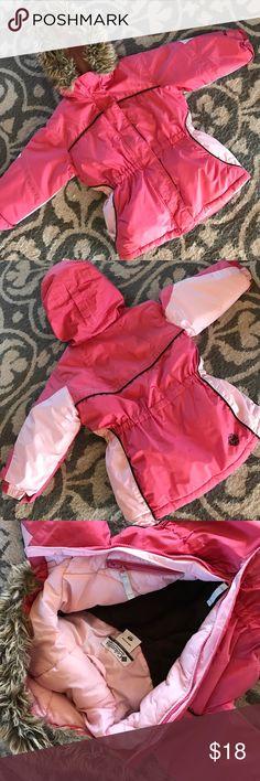 Columbia Jacket Insulated jacket with optional faux fur trim. Zipper pocket and fleece inside. Columbia Jackets & Coats Puffers