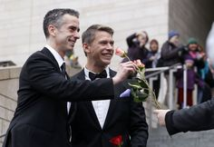 Los primeros matrimonios gay en el estado de Washington, Estados Unidos. http://blog.friendlymap.com.uy/?p=5651