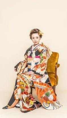 アンティーク引き振袖『祝扇』 随所に施された手刺繍が大変美しい豪華な引き振袖です。 【縁-enishi-】