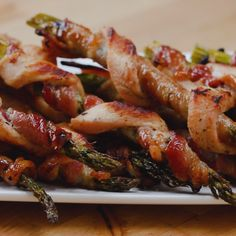 Chicken Bacon Asparagus Twists Recipe by Tasty Chicken Asparagus, Chicken Bacon, Chicken Recipes, Asparagus Bacon, Butter Chicken, Sriracha Chicken, Dill Chicken, Lemon Asparagus, Chicken Gyros