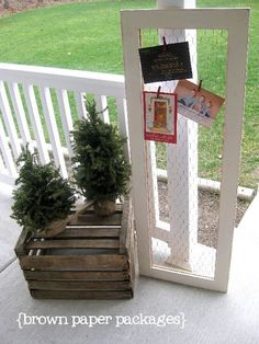 brown paper packages: {chicken wire framed christmas card holder or child's art display} Christmas Card Display, Christmas Card Holders, Christmas Decorations, All Things Christmas, Holiday Fun, Christmas Holidays, Christmas Ideas, Christmas Paper, Country Christmas