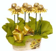 Amazing Schokoladengeschenk für Valentinstag Ideen Easy Flower Crafts That Anyone Can Do Arts an Diy Bouquet, Candy Bouquet, Bouquet Wedding, Candy Flowers, Paper Flowers, Diy Flowers, Flower Bouquets, Valentine Day Crafts, Valentines