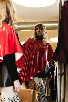 La moda è prima di tutto l'arte del cambiamento. (John Galliano) http://shop.sabrinattiani.com/shop/capispalla-outerwear-coat/raincoatcircle-lite/