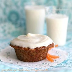 Carrot, Currant & Coconut Muffins with Cream Cheese Frosting Delicious Carrot, Currant & Coconut Muffins. Leave plain or topped with Cream Cheese Frosting. Make healthier by substituting applesauce for the butter. Coconut Banana Bread, Coconut Custard Pie, Coconut Muffins, Carrot Muffins, Carrot Cake, Coconut Desserts, Coconut Recipes, Delicious Desserts, Paleo Recipes