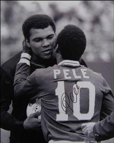 Entre grandes, se entienden: Ali y Pelé.