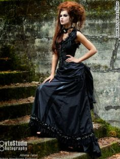 http://i2.cdn.turner.com/cnn/dam/assets/111116073118-steampunk-fashion-7-vertical-gallery.jpg