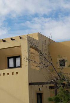 Studio design | SILVER-BEACH-HOTEL-ROOM Studio Design, Beach Hotels, Mansions, Architecture, House Styles, Silver, Room, Arquitetura, Bedroom