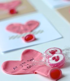 Herr Valentinstag,ich weiß nicht so richtig, was ich von Ihnenhalten soll. Natürlich mag ich es, eine kleine Aufmerksamkeit zu bekommen und mir was Schönes für meine Liebsten auszudenken und ihne…