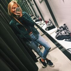 "ANDREA BELVER en Instagram: ""Grn nd shopping on rainy days ☔️ #bomber #greenbottle"""