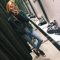 """ANDREA BELVER en Instagram: """"Grn nd shopping on rainy days ☔️ #bomber #greenbottle"""""""