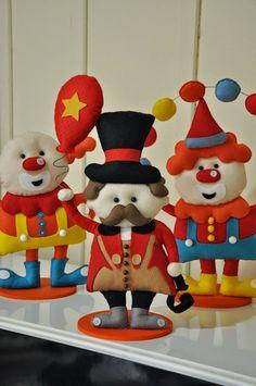 Bom dia!  Aqui está um dia lindo e deliciosamente frio!  As festas com o tema de circo está em alta, por isso trouxe idéias para confecciona...